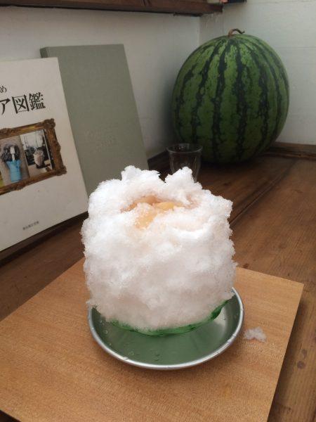 田中戸の桃味のかき氷