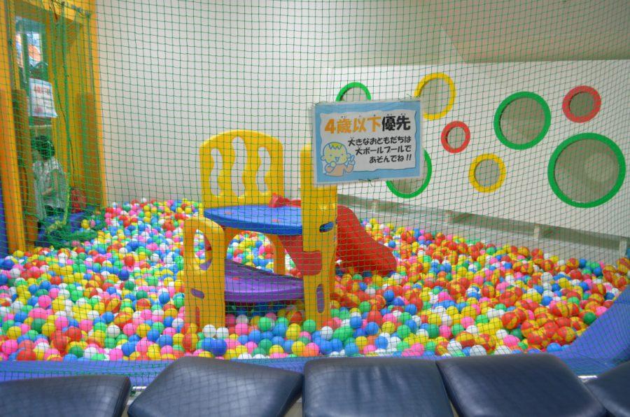 ゴールドタワー1階の小さい子専用ボールプール