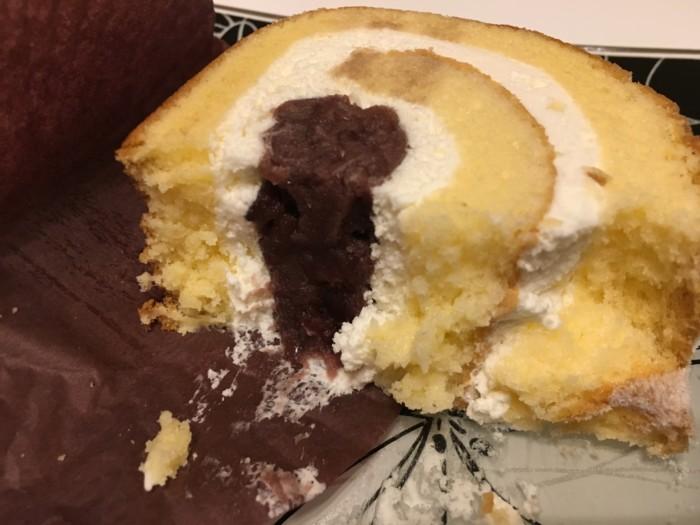 アン・パティスリー七日のあんこのロールケーキの断面