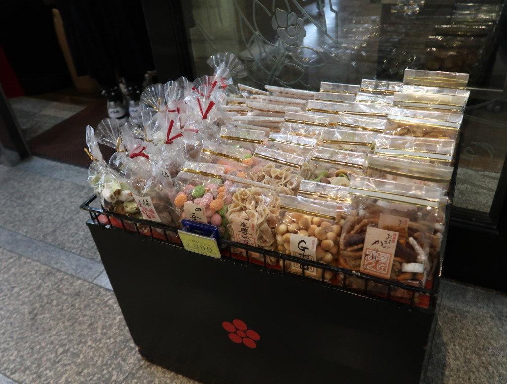つぼやの店頭で販売されているお菓子