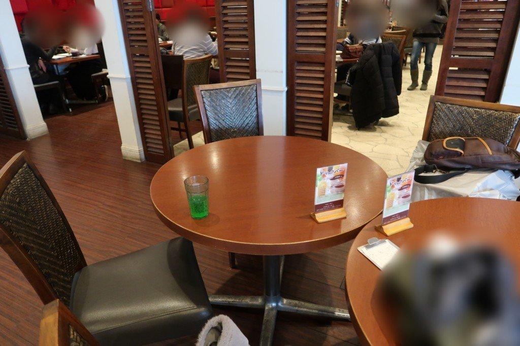 太陽のごちそう(エミフルMASAKI)のテーブル席