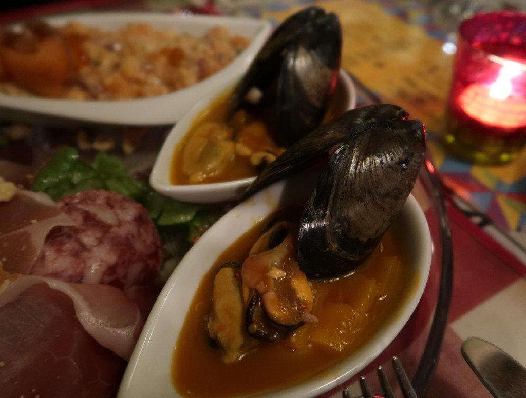 アミティエ(松山)クリスマスディナーのムール貝のヴィネグリット・プロバンサルソース
