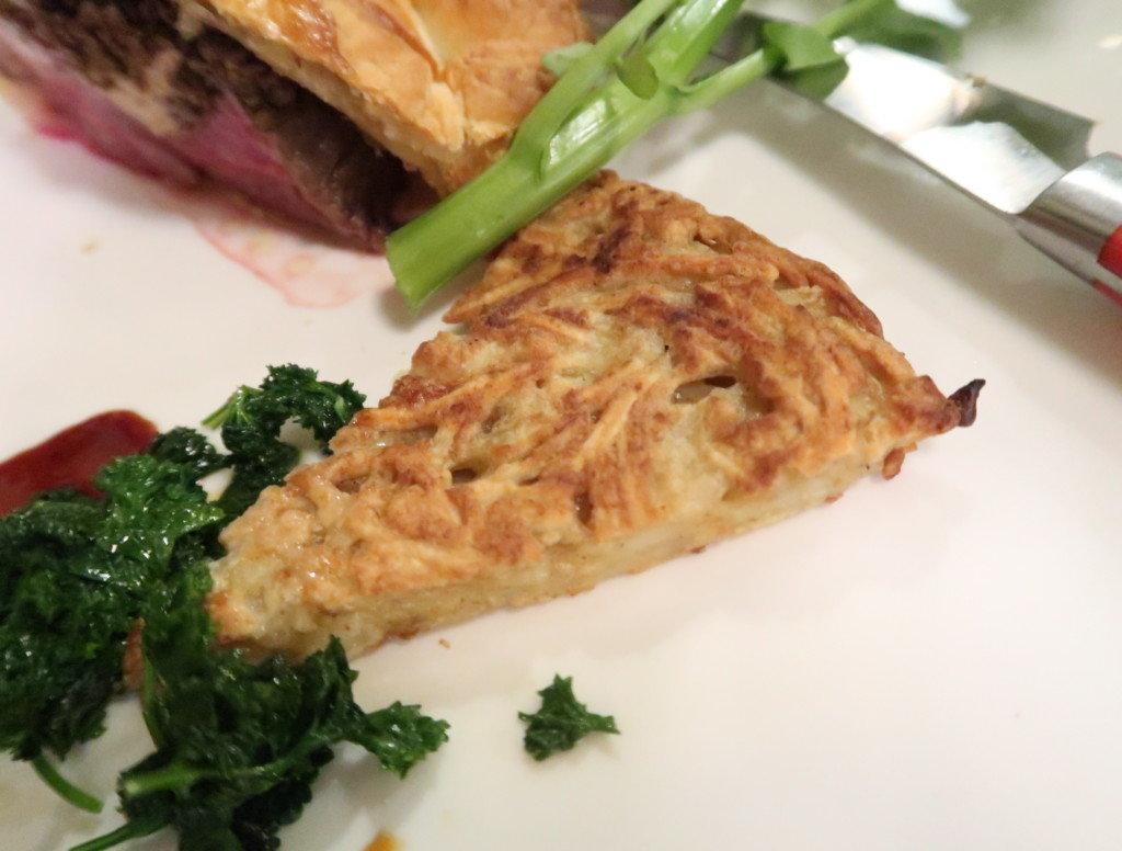 アミティエ(松山)クリスマスディナーの牛フィレのパイ包み焼きポルチーニ茸デュルセル