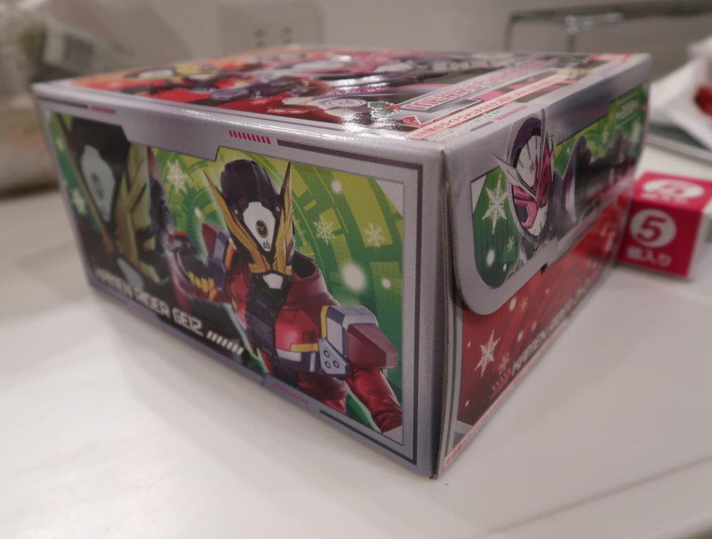 キャラデコクリスマスケーキの箱に書かれてある仮面ライダー