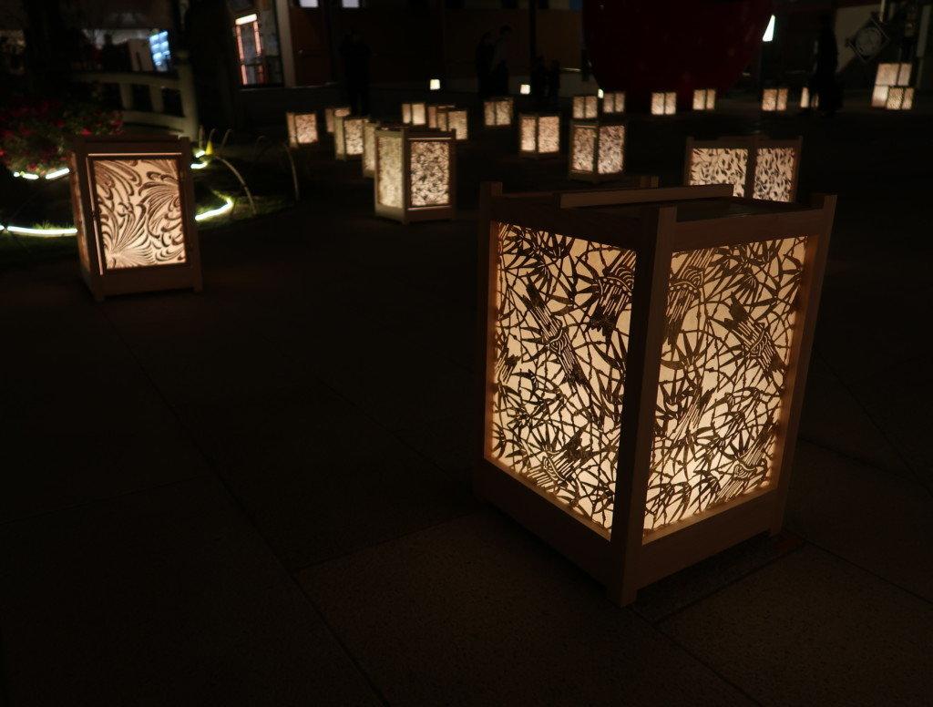 飛鳥乃湯の前の中庭にある灯篭