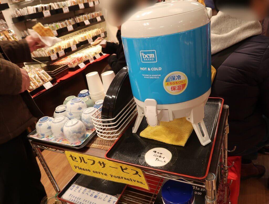 寺子屋本舗(道後店)のセルフサービス頂ける無料のお茶