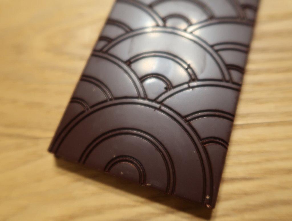 33.8° GOOD CACAO(道後店)の伊予柑ピール入りチョコレートの模様
