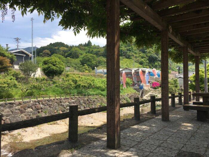衝上断層公園(砥部町)の川の上の休憩所
