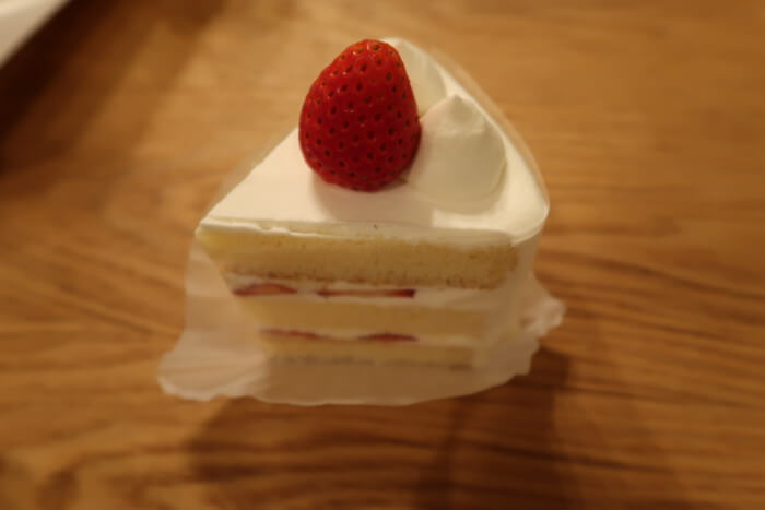 パティスリー・ラポール(本店)で購入した苺のショートケーキ