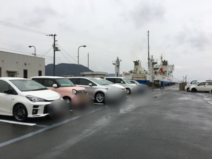 三崎港のすぐ前の駐車場