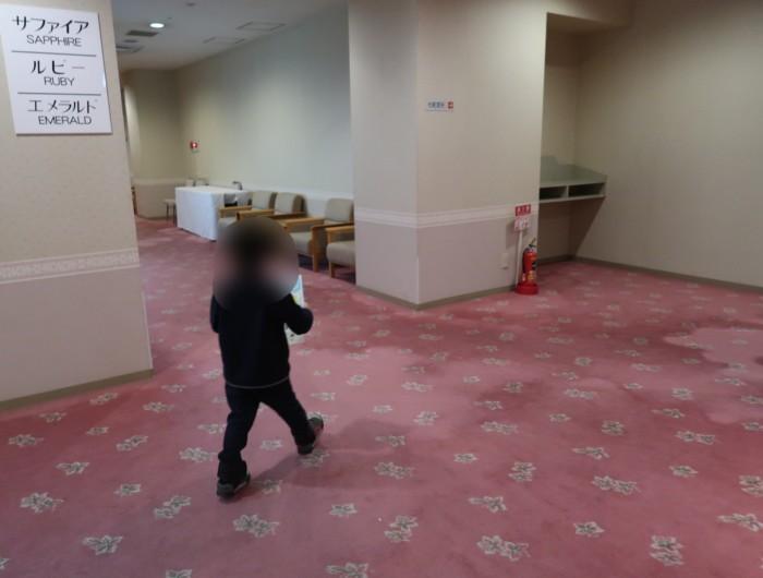 ホテル&リゾーツ別府湾のスタンプラリーをする小人