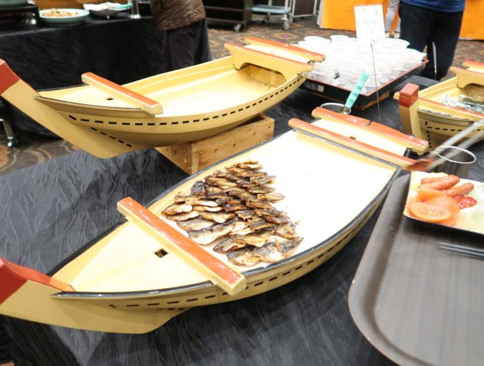 ホテル&リゾーツ別府湾,朝食のバイキングメニュー(焼き魚)