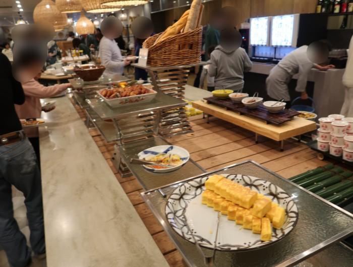 亀の井ホテルバイキング『別府ボールドキッチン』の朝食のメニュー(卵焼きなど)