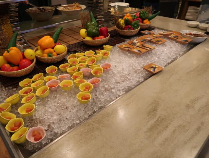 亀の井ホテルバイキング『別府ボールドキッチン』の朝食のメニュー(刺身)