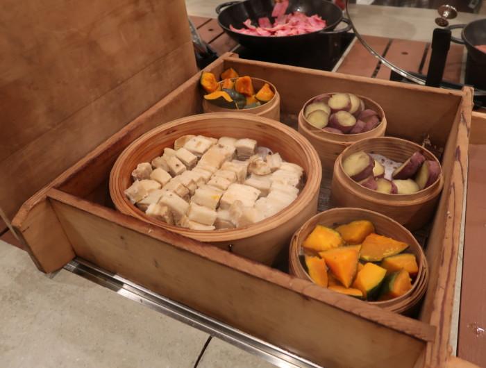 亀の井ホテルバイキング『別府ボールドキッチン』の朝食の地獄蒸し