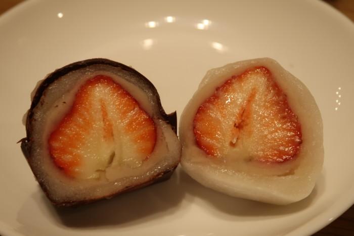 夢菓房たからのいちご大福とチョコいちご大福の比較