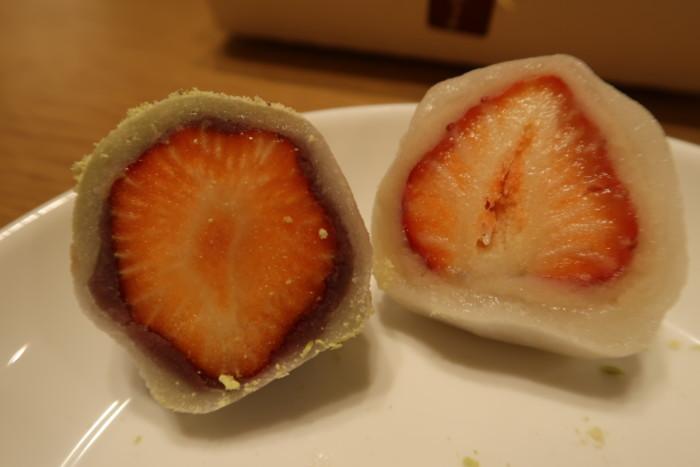 夢菓房たからのいちご大福と苺本わらびの比較