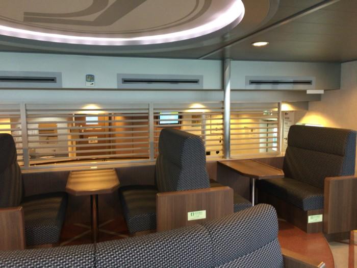 国道九四フェリーの一般席(2階のベンチ席)