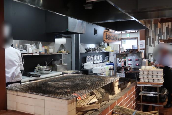俵屋(今治)のオープンキッチン