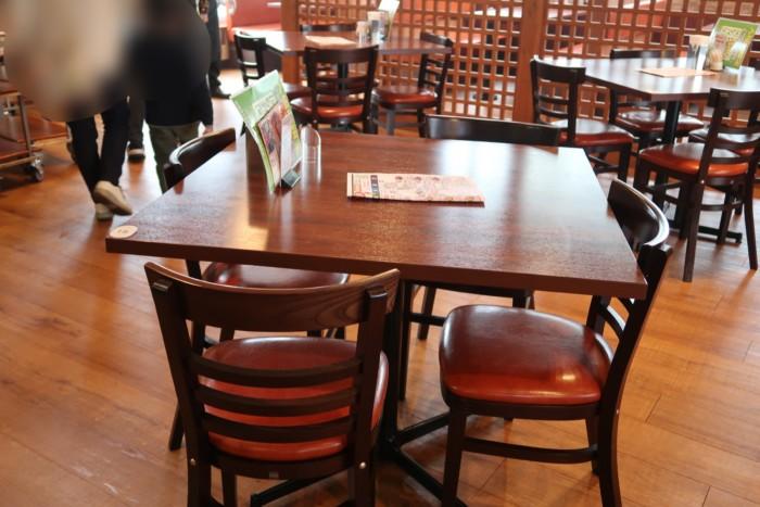 俵屋(今治)のテーブル席