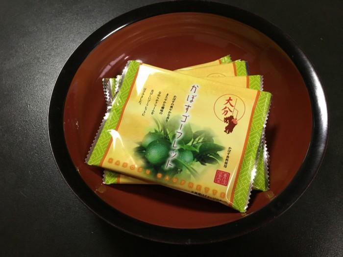 ホテル&リゾーツ別府湾の客室内のお菓子(かぼすゴーフレット)