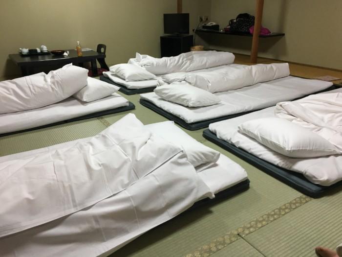 ホテル&リゾーツ別府湾の客室内に敷かれた布団