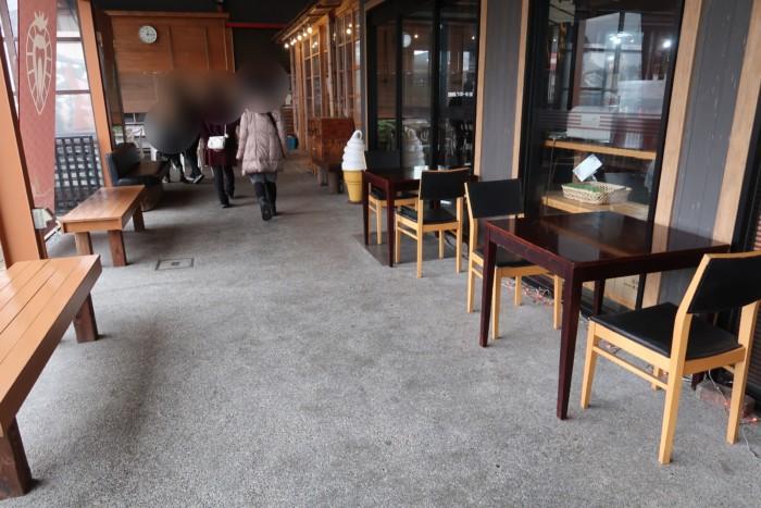 SAISAICAFE(サイサイカフェ)のベンチ席
