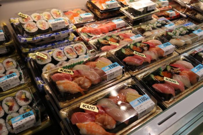 さいさいきて屋(今治)の魚屋で販売されているお寿司や手巻き寿司
