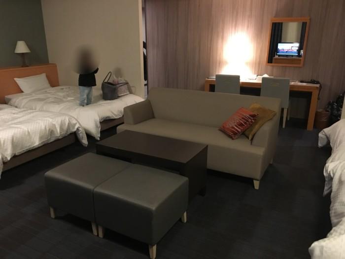 亀の井ホテル(別府)の客室(6ベッド)の様子