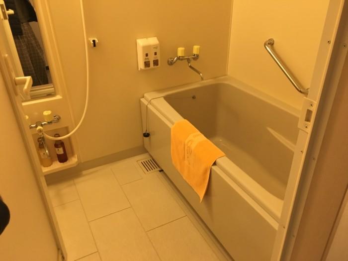亀の井ホテル(別府)の客室(6ベッド)のお風呂