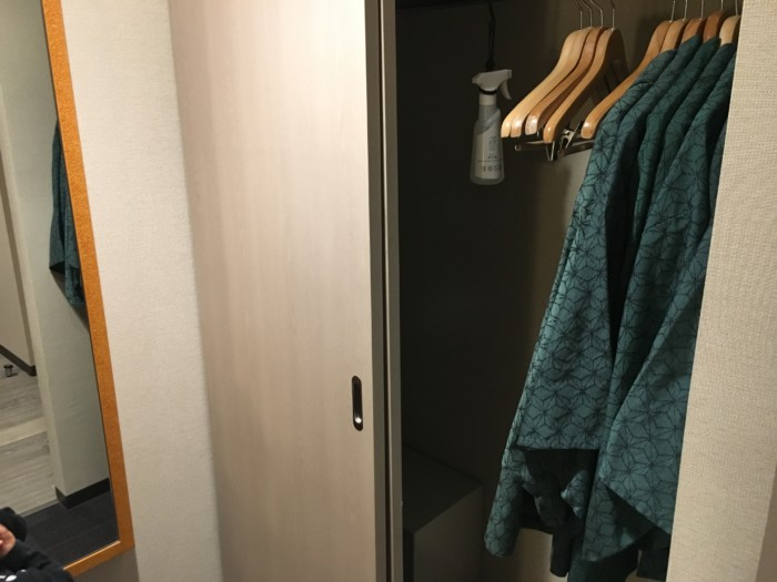 亀の井ホテル(別府)の客室(6ベッド)のクローゼット