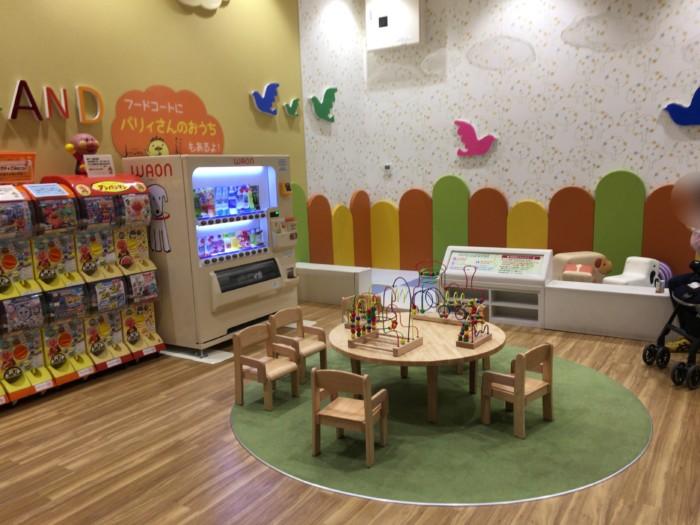 今治イオン2階,無料の子供の遊び場(5歳まで)
