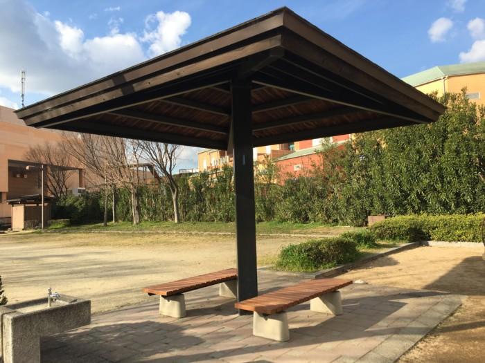 重信フジの公園(てんじん公園)休憩所