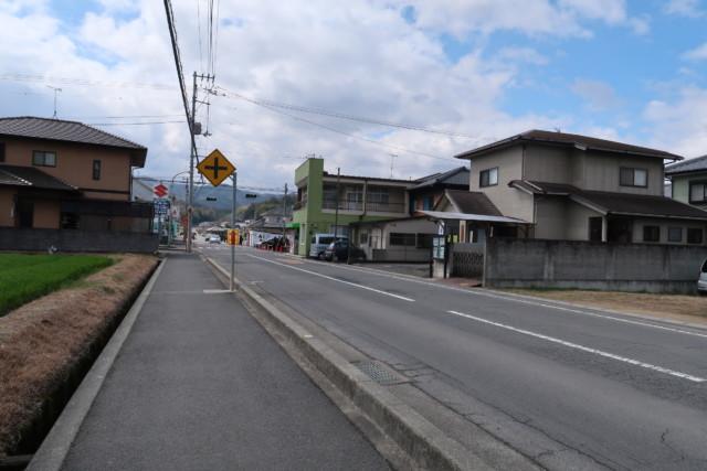 山越うどん(香川)の駐車場からお店までの通り