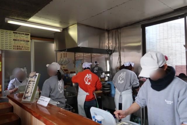 山越うどん(香川)の厨房の様子