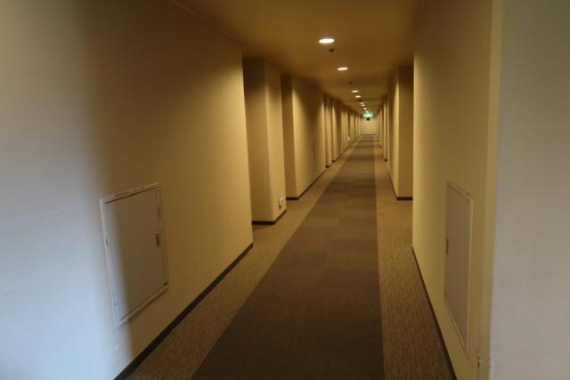 坂出グランドホテルの客室の廊下