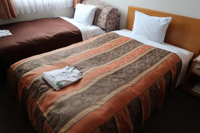 坂出グランドホテルの客室内のベッド