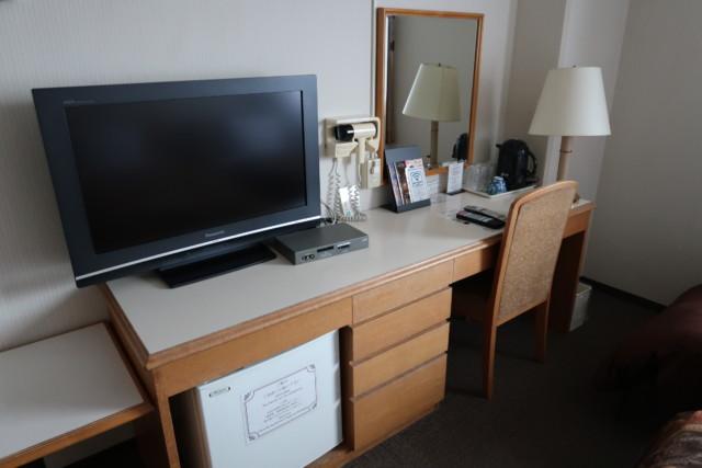 坂出グランドホテルの客室ないのテレビや化粧台