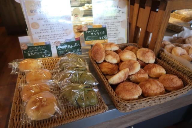 sola(松山)のメロンパンやクリームパン
