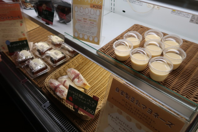 sola(松山)のプリンやフルーツサンド