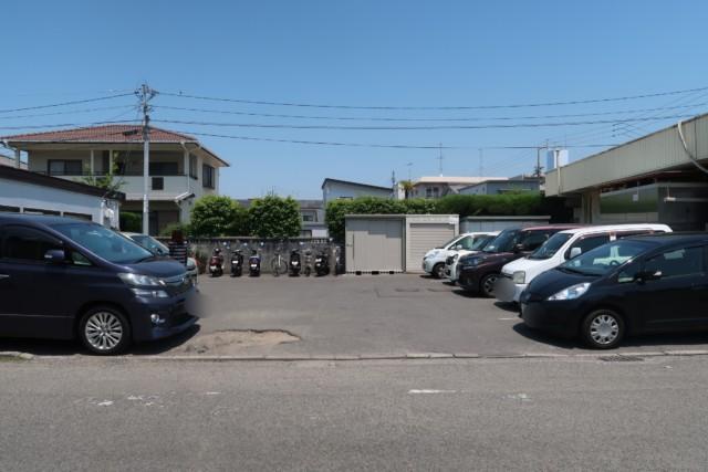 内田パンの駐車場