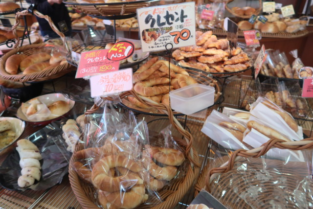 内田パンのクレセント