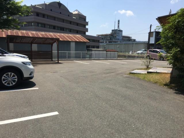 ジンルッカ(大洲)の駐車場