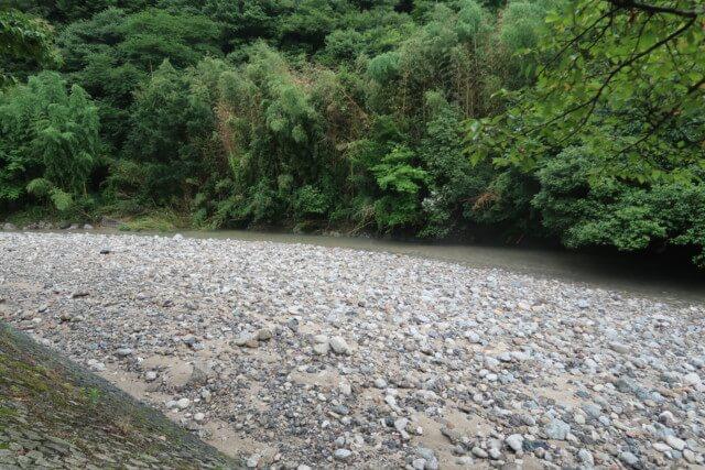 せせらぎ公園(松山市)の河原の様子