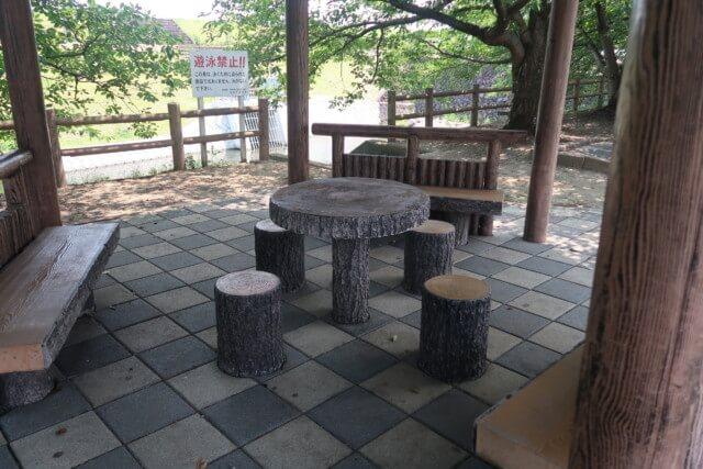 赤坂泉公園(砥部町)のベンチ