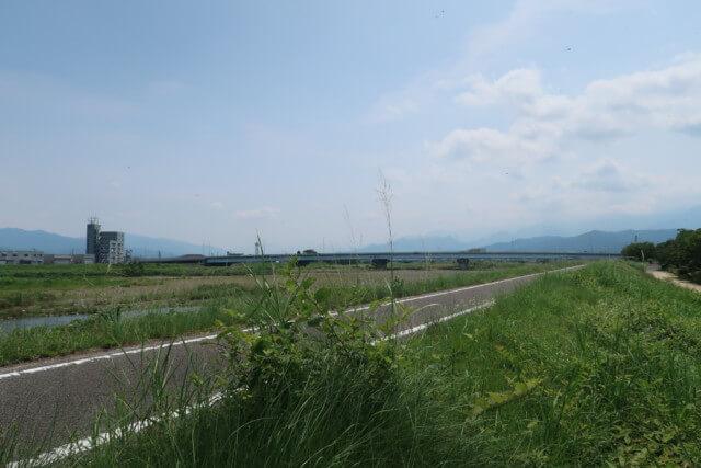 赤坂泉公園(砥部町)の近くの道路