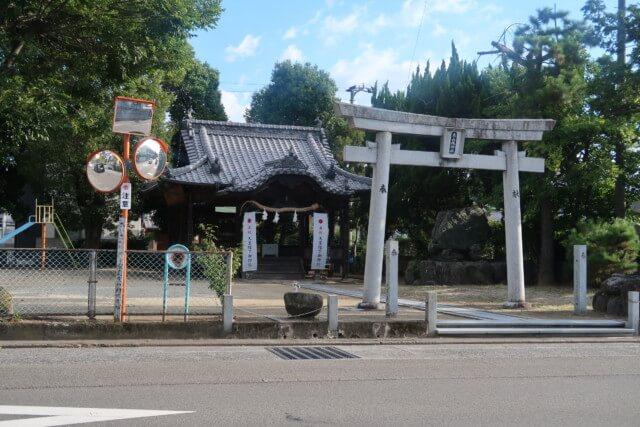 みかんカフェ(松山)の前の神社