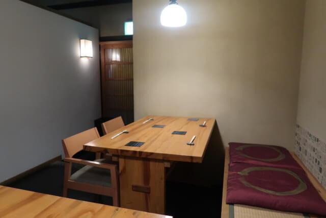 いたや,松山,座席(テーブル)