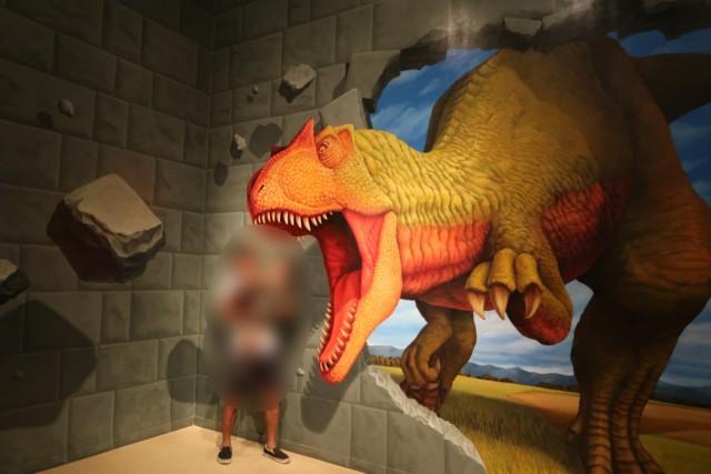 愛媛県総合科学博物館の恐竜の写真スポット