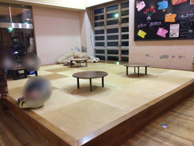媛彦温泉の和室スペース